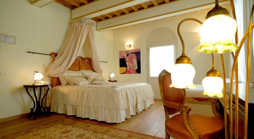 camera romantica in hotel 4 stelle ravenna