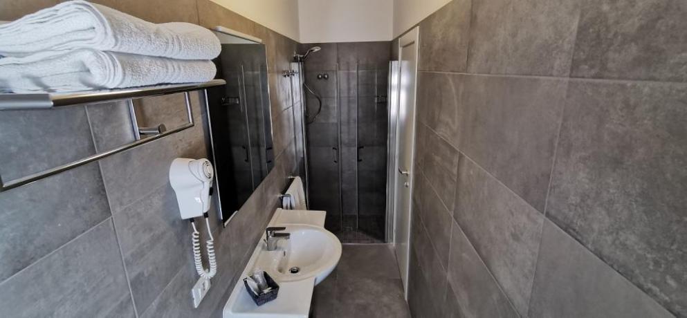 Bagno con box doccia hotel3stelle vicino mare Igea-Marina
