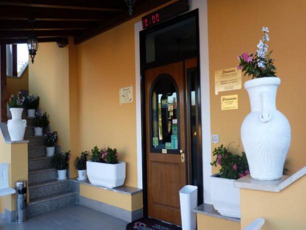 Ingresso hotel vicino Roma facilmente raggiungibile
