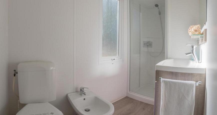 Bagno camera Deluxe con ampio box doccia