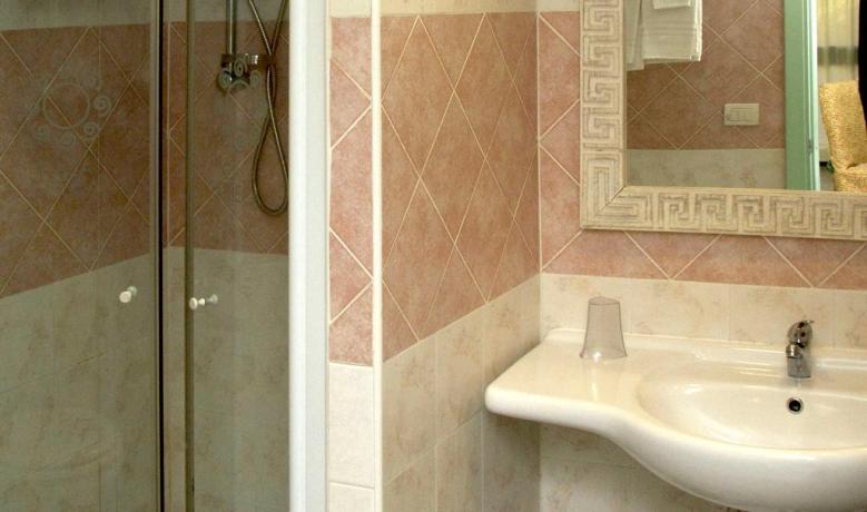 Bagno con doccia hotel a capo rizzuto
