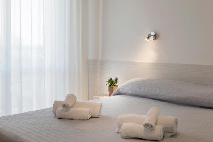 Camera comfort wi-fi hotel3stelle vicino mare Igea Marina