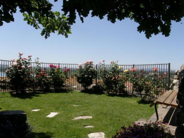 Magnifico giardino con vista Lago Trasimeno