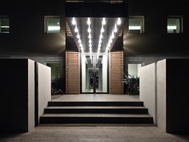 Ingresso albergo 4 stelle lungomare Latina