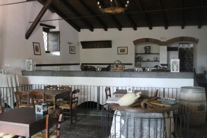 Sala ristorante agriturismo ad Adrano vicino Ponte Saraceni