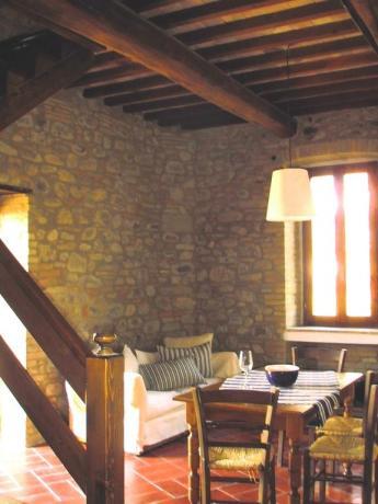 Sala da pranzo con divano a Umbertide