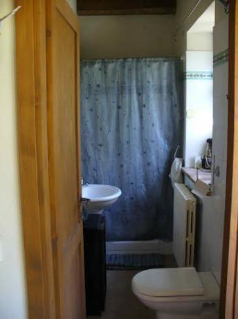 Bagno con doccia  agriturismo con camere