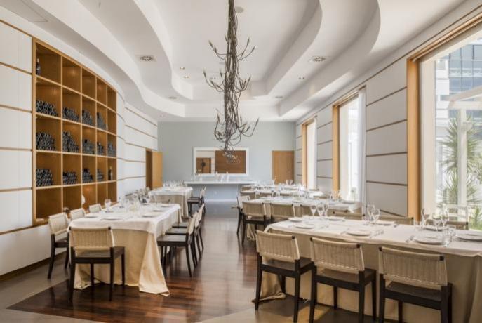 Sala ottimo ristorante in hotel4stelle Manfredonia
