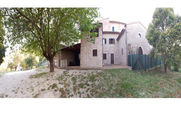 Casale con camere ad Assisi