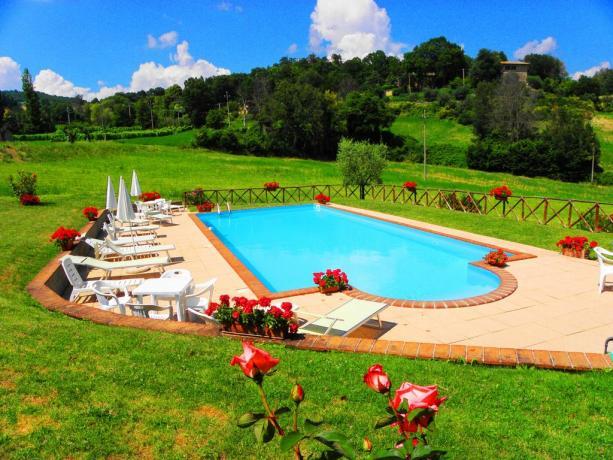 Agriturismo a Gubbio con Piscina e appartamenti vacanza