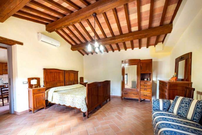 Ampia Camera in Casolare a Collazzone-con Armadio