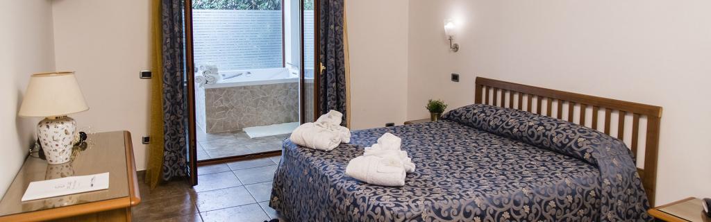 Suite garden con vasca idromassaggio 2posti a Battipaglia