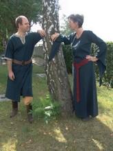 Abiti e costumi medievali per uomini e donne