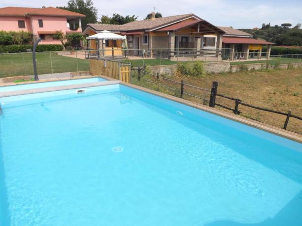 Piscina con idromassaggio vicino a Lago di Bracciano