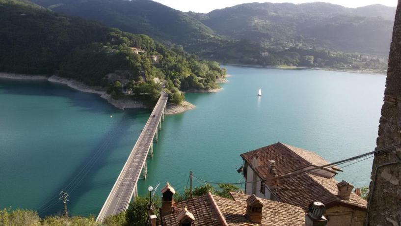 Casa vacanza con Vista lago di Turano