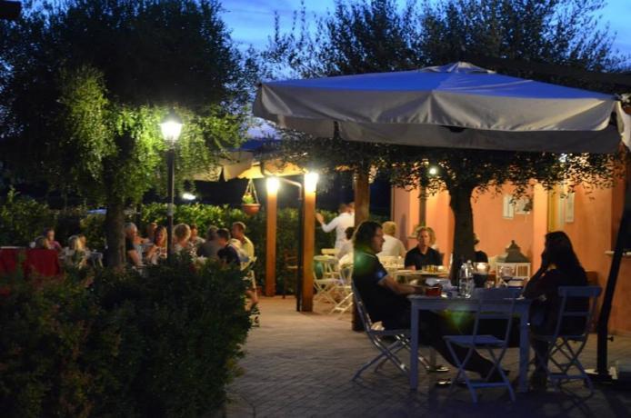 Veranda, ristorante all'aperto, country house Marche