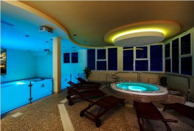 Offerta Weekend Hotel Piscina Coperta e Centro Benessere