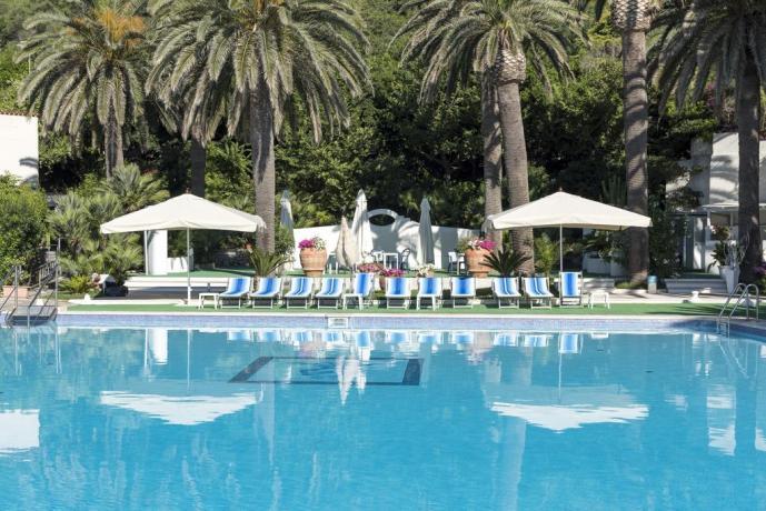 Piscina con solarium in Hotel vicino Roma