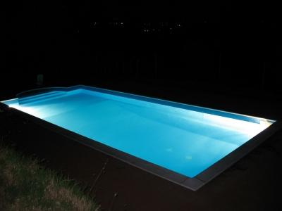 Prodotti pulizia piscina senza cloro con cloro