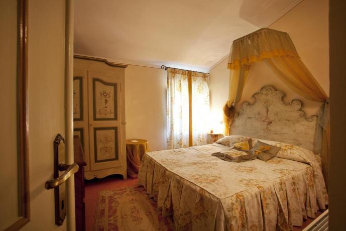 Eleganti camere per soggiorni rilassanti