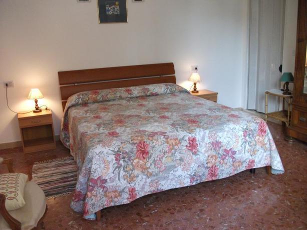 Camera matrimoniale B&B vicino stazione Perugia