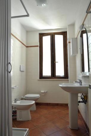 Ampio Bagno camera con box doccia