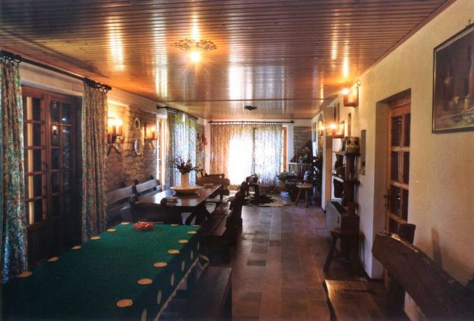 Sala da pranzo Casale nel Bosco con camino