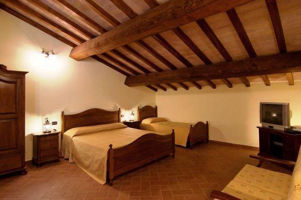 Appartamenti, camere da letto matrimoniali con travi