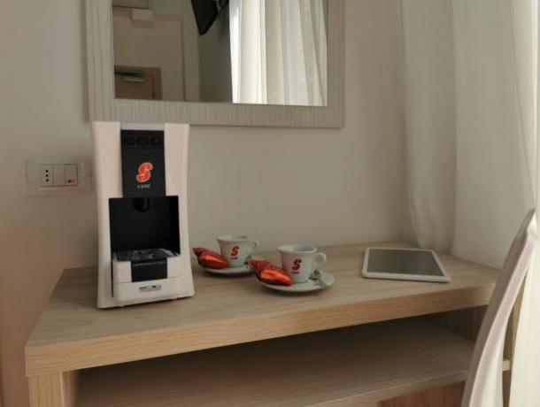 Camera comfort con macchina del caffè Igea Marina
