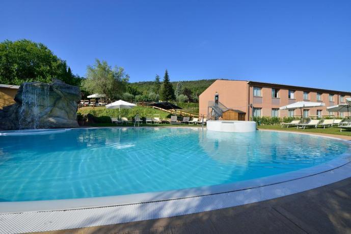Hotel Perugia con Giardino, area piscina attrezzata