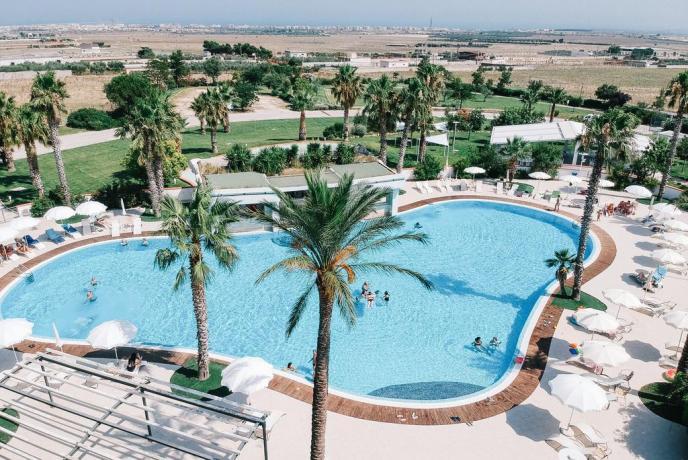 Hotel a Manfredonia con grande piscina esterna