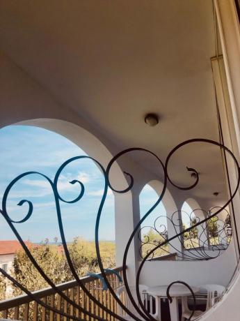 Camera con balcone a 700m mare Imperia