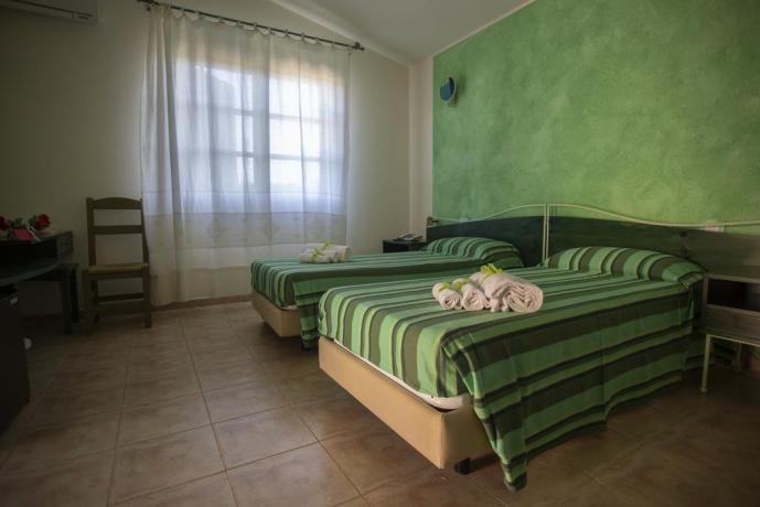 Camera letto con Ampia Finestra vicino a Cala-Sinzias