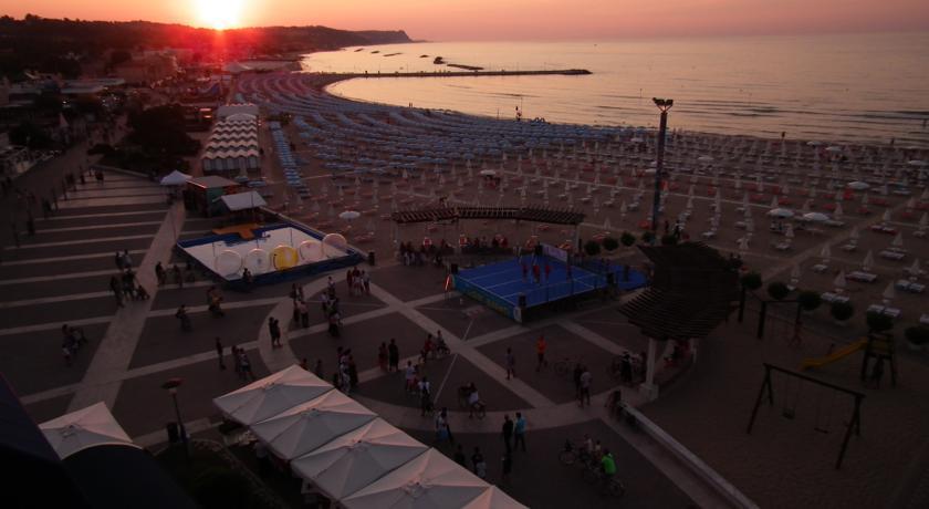 Lido Hotel Astoria direttamente sulla spiaggia Fano