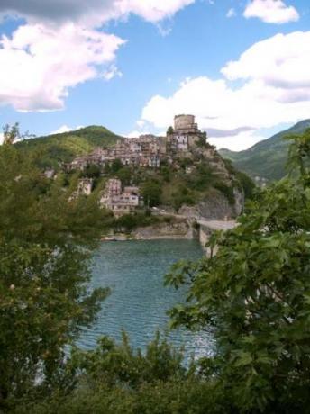 Hotels e B&Bs in Castel di Tora Rieti
