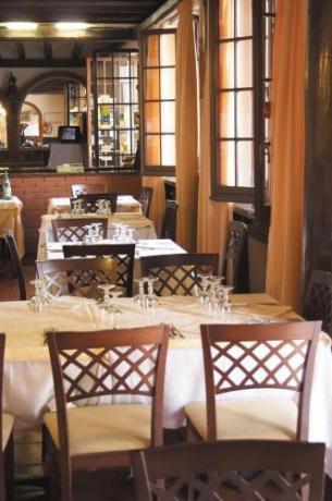 Sala ristorante con buffet pranzo-cena a Caltagirone