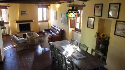 Appartamento 2 salotto con camino