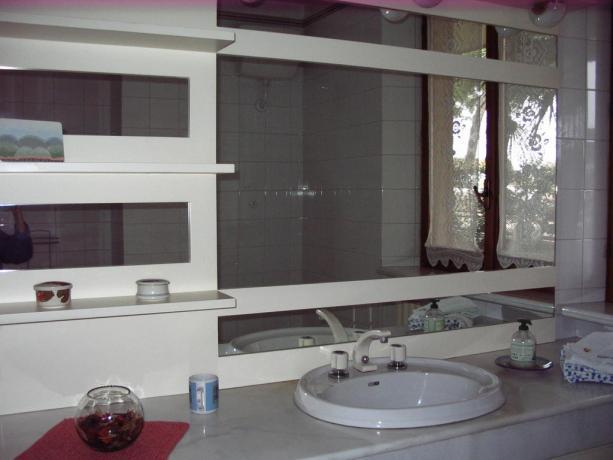 Bagno spazioso Camere in B&B a Porto Sant'Elpidio