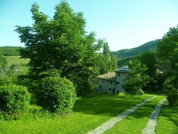 Appartamenti con Piscina e Giardino in Umbria