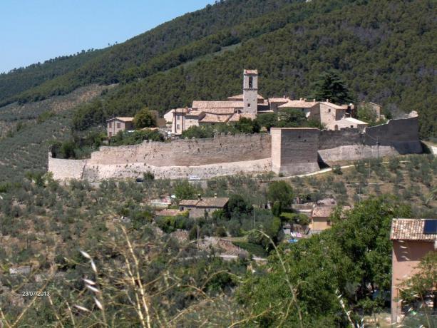 Castello di Campello sul Clitunno