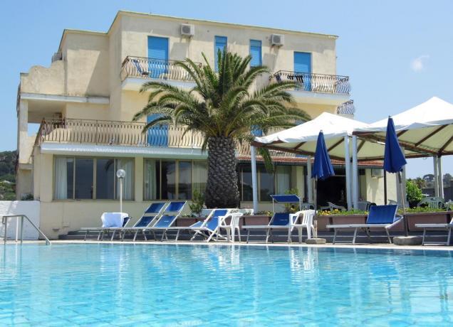 Hotel con piscina esterna ischia