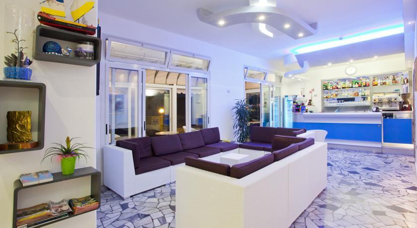 Hotel al mare con bar e terrazza