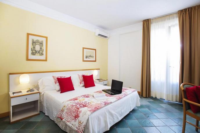 Camera classica romantica a Castiglione della Pescaia
