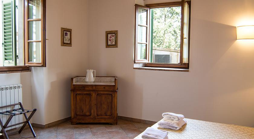 Camera da letto con pavimenti in cotto