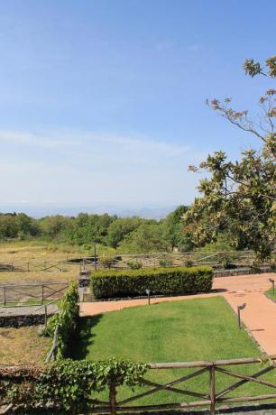 Vista panoramica paesaggio agriturismo ad Adrano