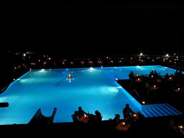 Cene romantiche a bordo piscina