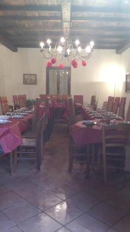Salone per gruppi in casale nel Lazio