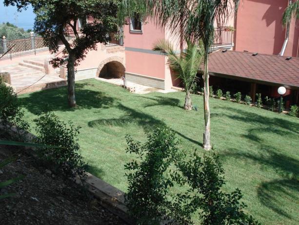 Hotel a S.Agata con ampio giardino