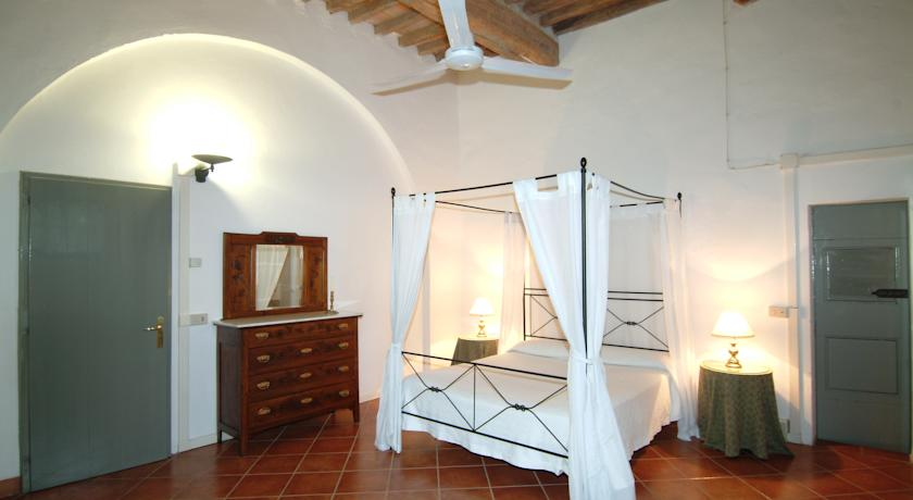 Four poster bed in the structure