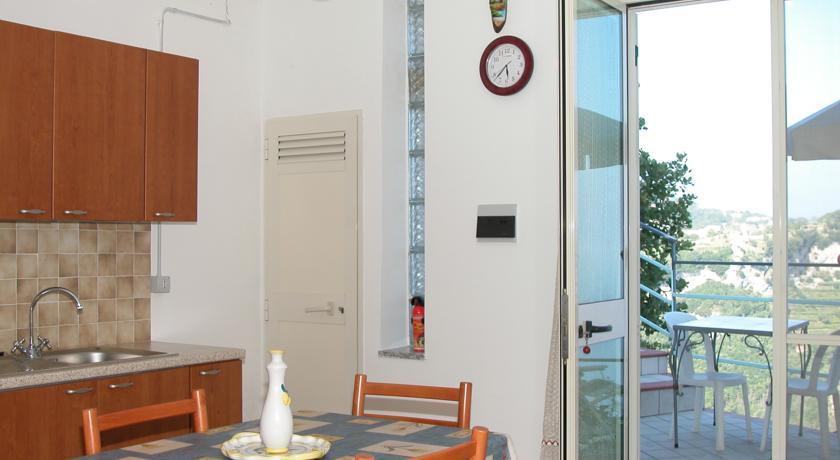 Cucina abitabile con accesso diretto alla terrazza